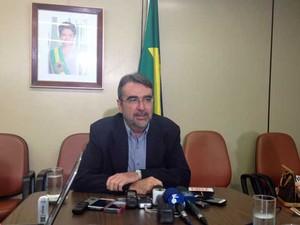 Henrique Fontana concede entrevista coletiva a jornalistas na Câmara dos Deputados (Foto: Fernanda Calgado / G1)