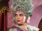 Ela usa várias perucas e make elaborado (Meu Pedacinho de Chão/TV Globo)