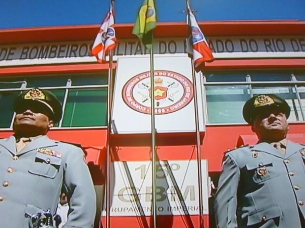 Troca de comandante no Comando dos Bombeiros Militar da Área Serrana (Foto: Reprodução Intertv/Jairo Martins)