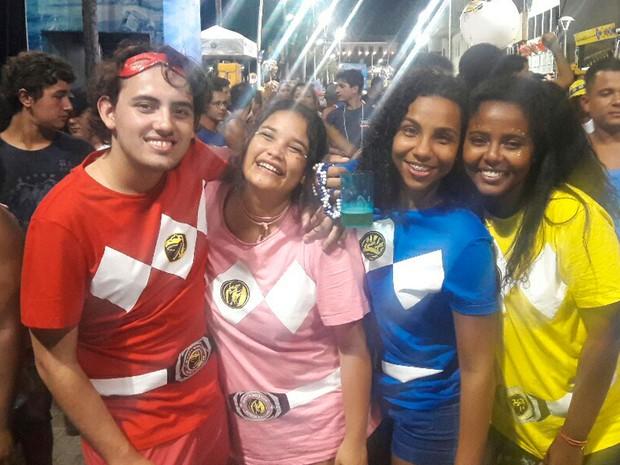 Eduardo, Nathaly, Rayssa e Isabela se foram de Power Rangers (Foto: Alan Oliveira/G1)