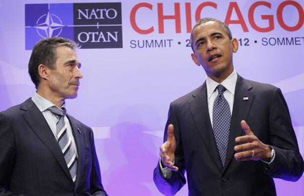 Barack Obama fala à imprensa ao lado do secretário-geral da Otan, Fogh Rasmussen, após reunião em Chicago (Foto: Pablo Martinez Monsivais/AP)