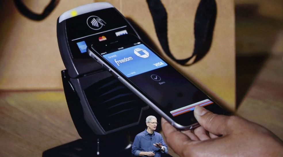 Tim Cook, CEO da Apple, apresenta o meio de pagamento da empresa, o Apple Pay (Foto: Reprodução/Apple)