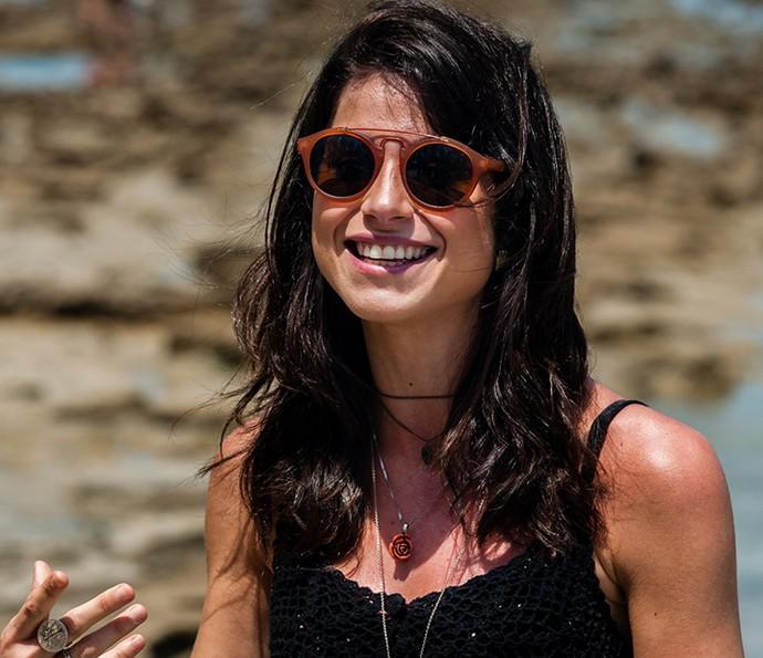 Chandelly Braz sendo linda nos bastidores da gravação na Praia dos Carneiros (Foto: Edmar Melo/TV Globo)