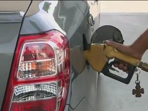 Preço de gasolina cai em postos de João Pessoa (Foto: Reprodução/TV Cabo Branco)