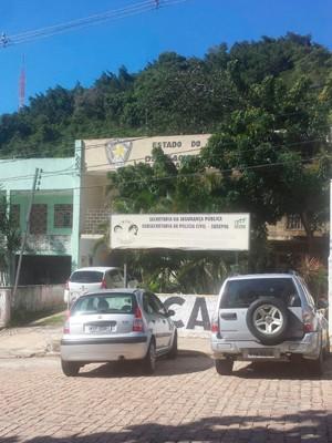Delegacia funciona no mesmo prédio desde 2001. (Foto: Heloisa Guimarães/Inter TV Cabugi)