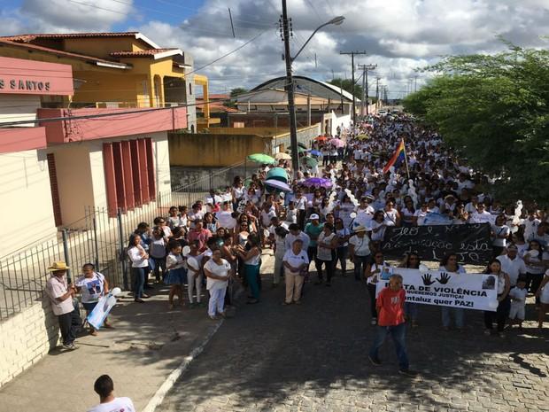 Protesto vai ser encerrado na Câmera dos Vereadores da cidade (Foto: Uoston Pereira / Notícias de Santaluz)