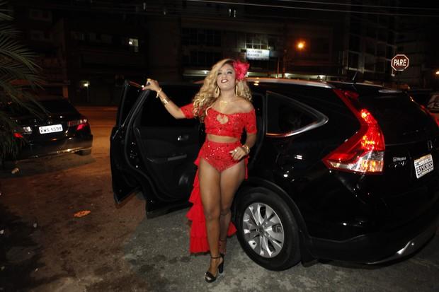 Cariúcha chega para sua festa de aniversário (Foto: Anderson Barros / EGO)