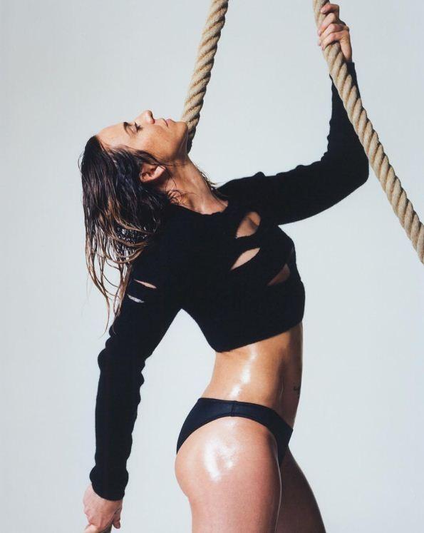 Sporty Spice! Mel C. mostra sua porção modelo para revista  (Foto: Reprodução/Instagram)