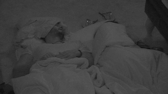 Em dia de Castigo do Monstro e muita DR, todos dormem na casa do BBB17