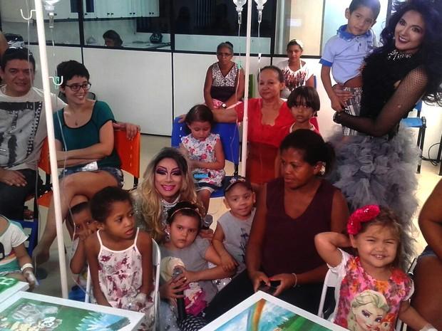 Crianças, pais e profissionais de saúde participam de festa em hospital (Foto: Mikael de Sousa/Arquivo Pessoal)