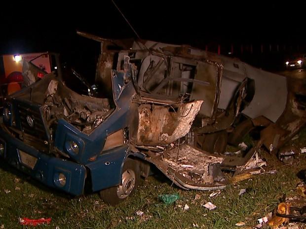 Quadrilha usou dinamite para explodir o cofre do carro-forte (Foto: Luciano Tolentino/EPTV)