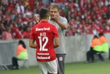 Vilaron afirma que Alex traz leveza ao futebol por cumprimentar torcedores