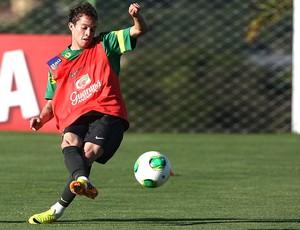 Bernard treino seleção brasileira (Foto: Mowa Press)