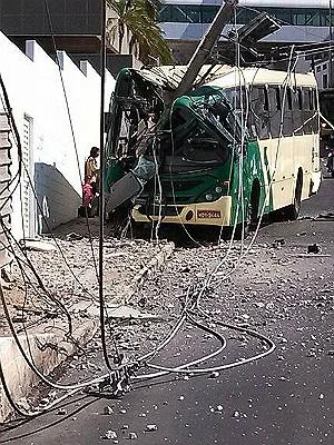 Batida de ônibus em Avenida de Juiz de Fora (Foto: Daniel Ottoni/Arquivo pessoal)
