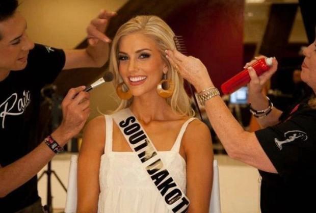 Taylor Neisein foi Miss Dakota em 2012 (Foto: Reprodução)