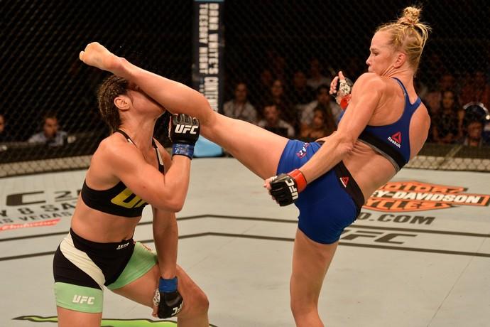 Holly Holm x Bethe Correia UFC Singapura (Foto: Getty Images)