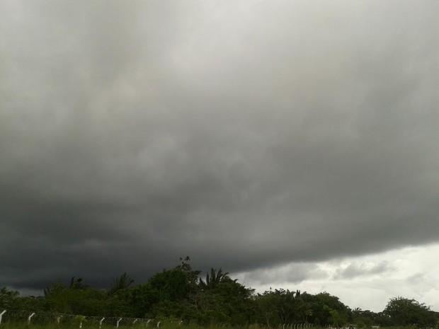 Zona de convergência de umidade que está sobre o Sudeste do país avança para a Amazônia (Foto: Suzi Rocha/G1)