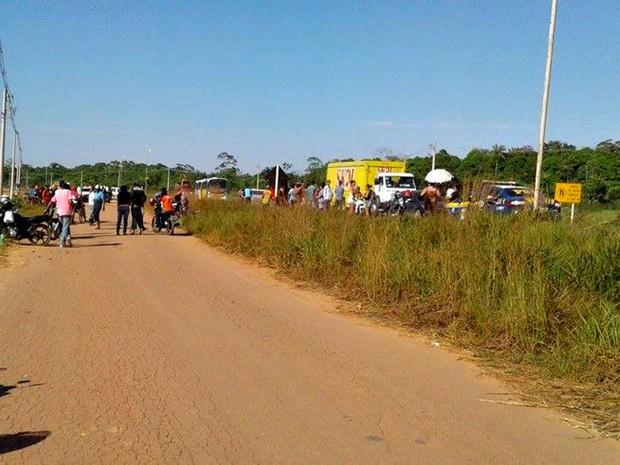 Manifestantes fecharam rodovia no Acre, nesta sexta-feira (1º) (Foto: Luana Rodrigues/Arquivo Pessoal)