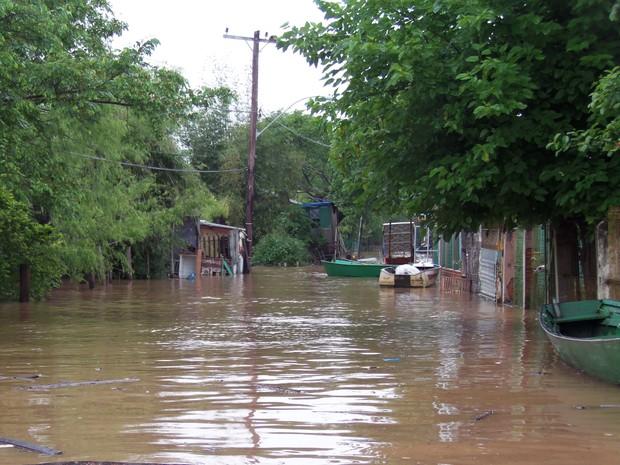 Nível do Guaíba deve aumentar nas próximas horas e atingir as ilhas (Foto: João Laud/RBS TV)