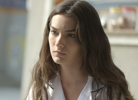 Luciana conta bafão real para Lívia e 'planta sementinha do mal'