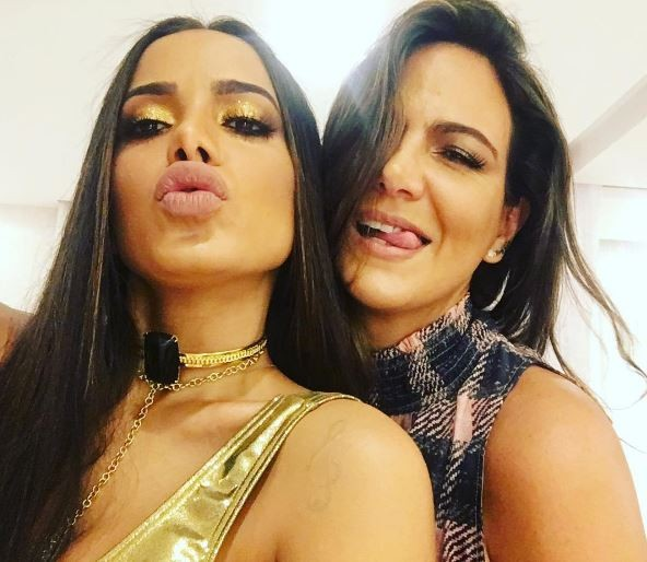 Anitta e a promoter Carol Sampaio (Foto: Reprodução/ Instagram)