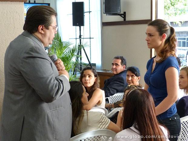 Pastor conversa com Gina (Foto: Amor à Vida/TV Globo)