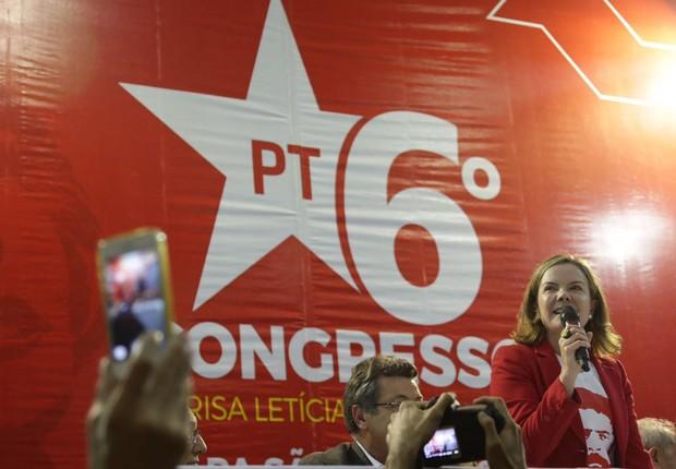 Senadora Gleisi Hoffmann (PT-PR) discursa na abertura do Congresso do PT em São Paulo (Foto: Reprodução/Twitter)