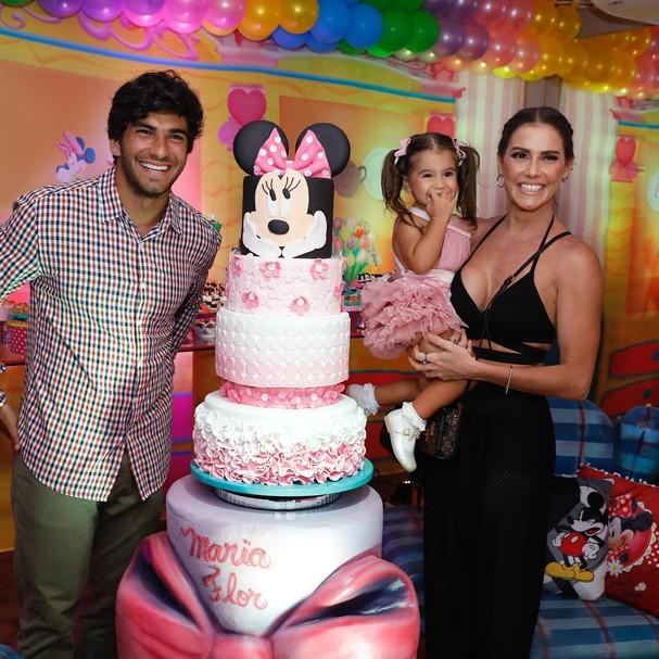 Deborah Secco, Hugo Moura e Maria Flor (Foto: Instagram/Reprodução)