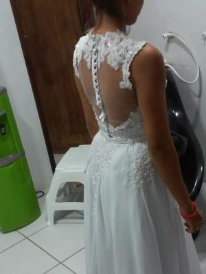 Novia teve o vestido de noiva assaltado em Fortaleza a um mês do casamento (Foto: Karolina Késsia/Arquivo pessoal)