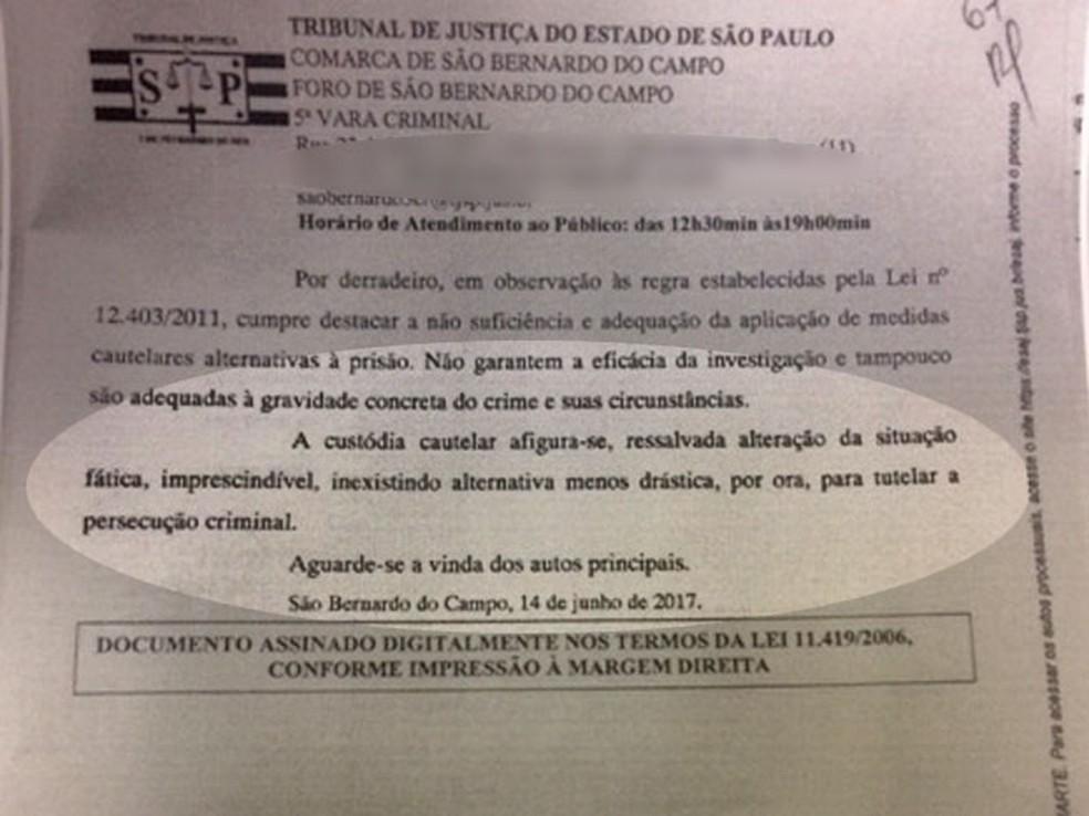 Cópia da decisão judicial que negou o pedido de liberdade provisória e manteve a prisão preventiva dos dois presos  (Foto: Reprodução/Justiça)
