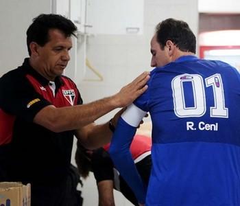 Haroldo Lamounier prepara Rogério Ceni para partida (Foto: Divulgação / Rubens Chiri - SPFC.net)
