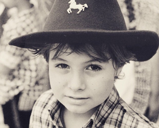 Com chapéu de cowboy, Rafa faz pose para foto (Foto: Arquivo Pessoal)