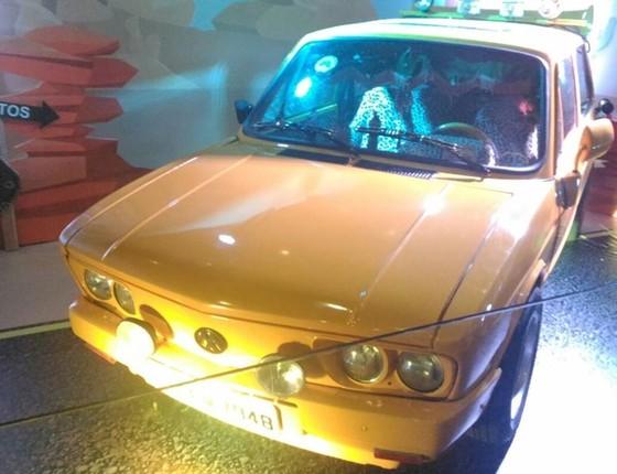 A famosa Brasília Amarela usada em um dos clipes do grupo é um dos destaques da mostra  (Foto: Divulgação)