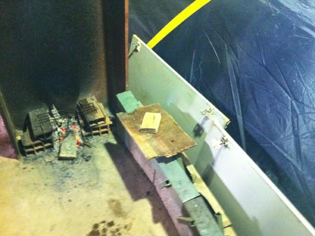 Manifestantes fizeram fogão improvisado em barracas da ocupação  (Foto: Luciana Amaral/G1)