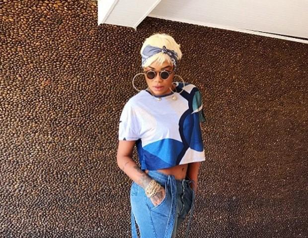 Ludmilla surge loira com cabelo e fãs comparam com Rihanna