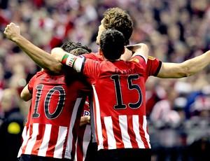 Fernando Llorente comemora gol do Atlético de Bilbao contra o Manchester United (Foto: EFE)