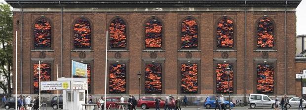 Instalação de Ai Weiwei chama a atenção para a questão dos refugiados na Europa (Foto: David Stjernholm / divulgação)