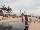 De biquíni, Bruna Santana se diverte em Curaçao