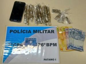 Droga foi apreendida com as jovens (Foto: Divulgação/Polícia Militar de Petrópolis)