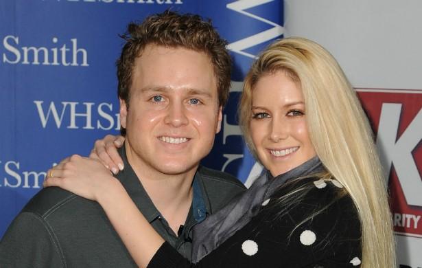 """Os astros de reality show Heidi Montag, de 27 anos, e Spencer Pratt, de 31, dormiam na mesma cama antes de se casarem, em 2009. Porém sem sexo: eles faziam uma trincheira de travesseiros (sim) entre si, para não ficarem """"tentados"""". (Foto: Getty Images)"""