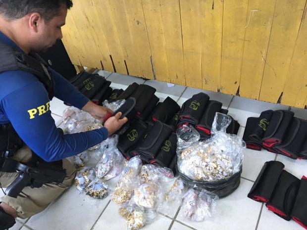 PRF apreende mais de 5 mil peças de joias em carro na rodovia BR-316 (Foto: Reprodução/TV Liberal)