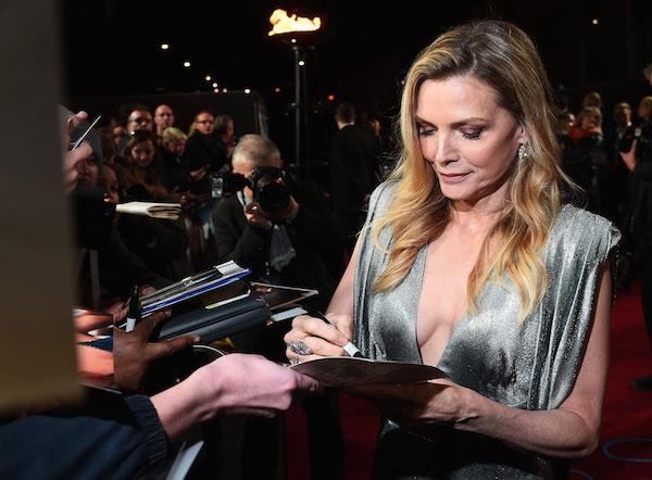 A atriz Michelle Pfeiffer e o ator na festa de lançamento do filme Assassinato no Expresso do Oriente (2017) (Foto: Getty Images)