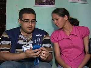 População pode conferir a legalidade do processo pelo fardamento do entrevistador. (Foto: Reprodução/TV Asa Branca)