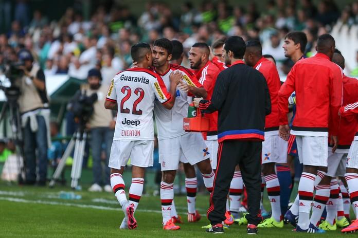 Eduardo da Silva gol Flamengo Coritiba (Foto: Geraldo Bubniak / Agência Estado)