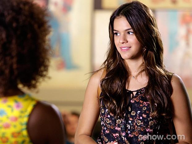 Luiza revela para a amiga que tomou a iniciativa de beijar Laerte (Foto: Fábio Rocha / TV Globo)