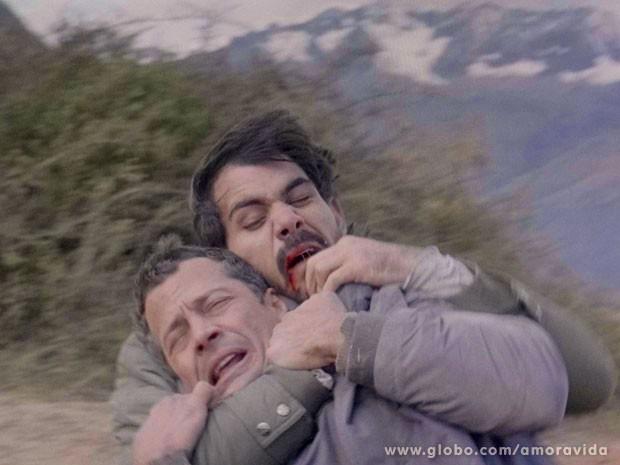 Ninho e Bruno se enfrentam (Foto: Amor à Vida/TV Globo)