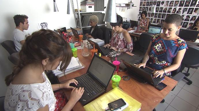 Coworking aparece como modelo de escritório colaborativo (Foto: TV Bahia)
