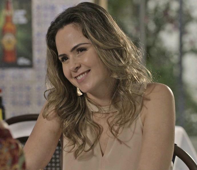 A ex-BBB propõe acordo de paz com a ruiva (Foto: TV Globo)