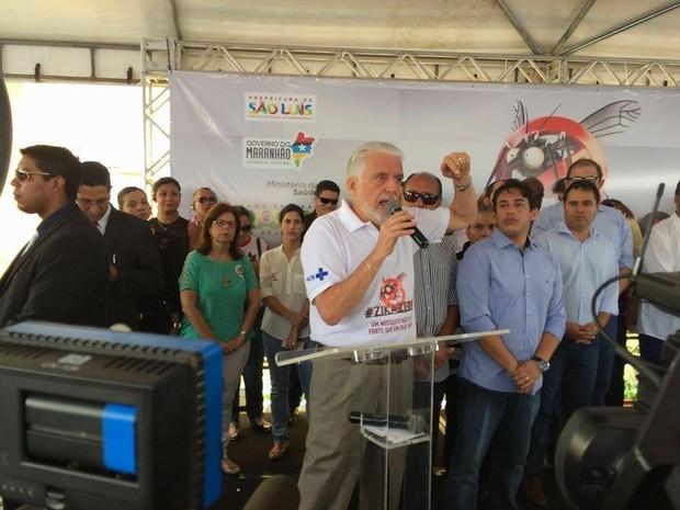 Ministro Jaques Wagner em visita a São Luís no 'Dia de Mobilização Nacional contra o mosquito Aedes Aegypti' (Foto: Maurício Araya / G1)