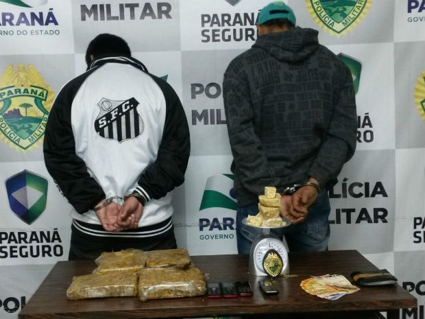 Suspeitos foram presos no bairro Limeira, em União da Vitória (Foto: Divulgação/Polícia Militar)